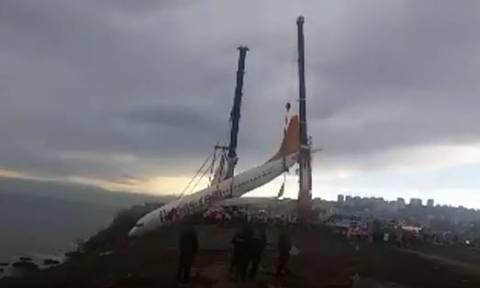 Εντυπωσιακό βίντεο από την επιχείρηση ανάσυρσης αεροσκάφους από το γκρεμό!