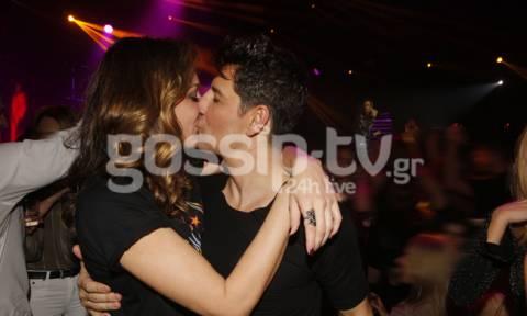 Ρουβάς – Ζυγούλη: Το φιλί και οι αγκαλιές υπό τα φλας των φωτογράφων