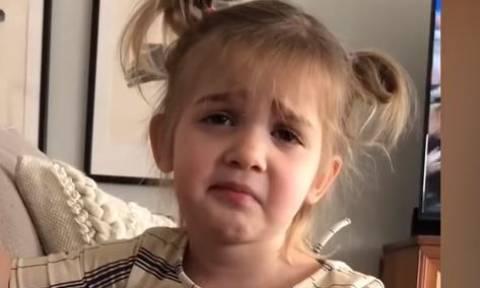Αυτή η μικρή «τρολάρει« τη μητέρα της - Δείτε γιατί και πώς