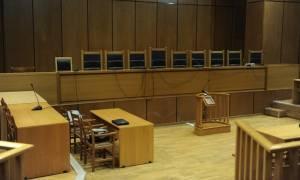 «Είστε όλοι πεθαμένοι» - Χαμός στη δίκη των Αλβανών βαρυποινιτών και του Άρη Φλώρου