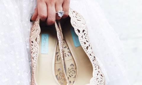 Το στυλ παπουτσιού που πρέπει να αποφύγεις στον γάμο σου (και τι να φορέσεις αντί για αυτό)