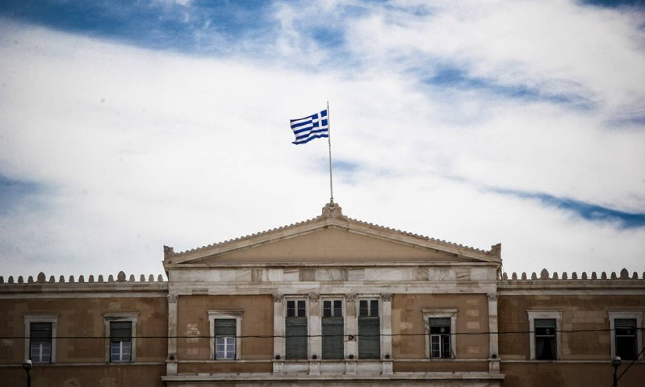 Les Echos: Άρχισε να διαφαίνεται η «άκρη» του τούνελ για την Ελλάδα