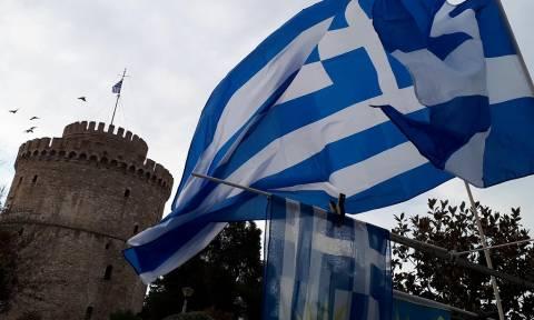 Συλλαλητήριο Θεσσαλονίκη Live: Δείτε τώρα εικόνες από πάγκους με ελληνικές σημαίες
