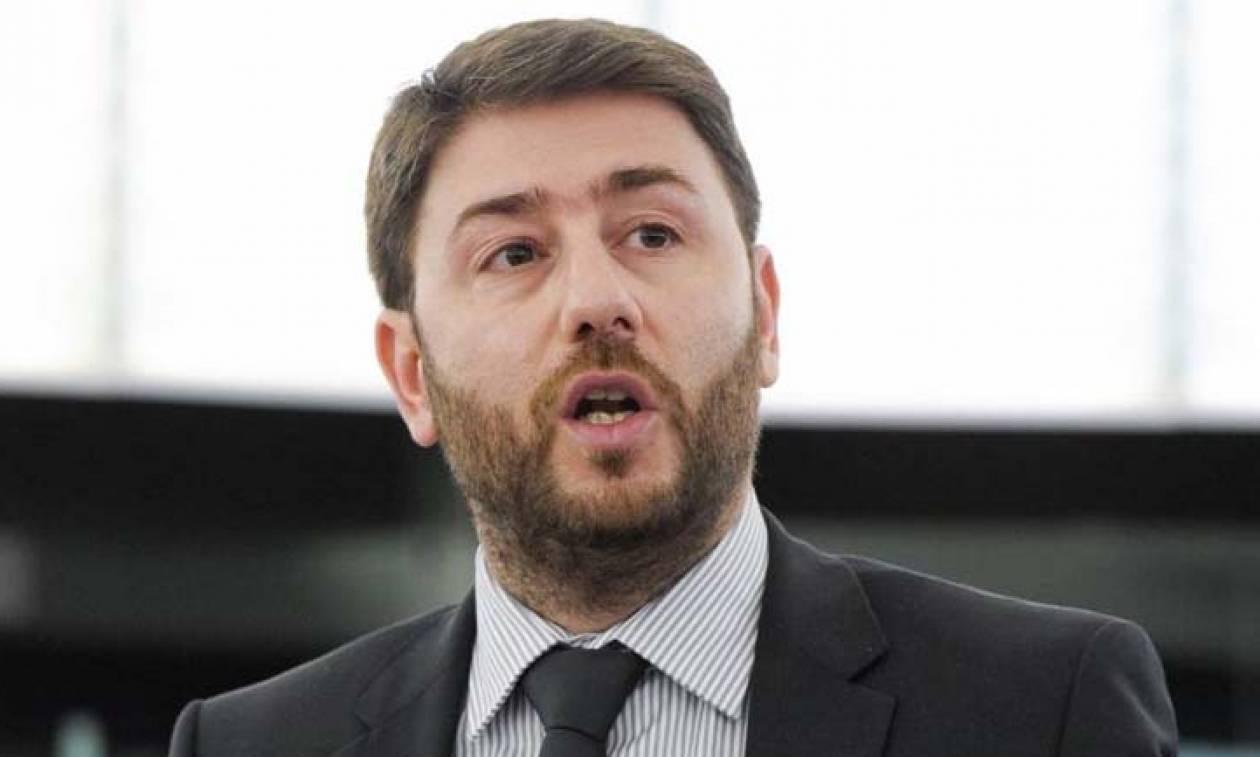 Νίκος Ανδρουλάκης για Σκοπιανό: Τα συλλαλητήρια δεν προσφέρουν