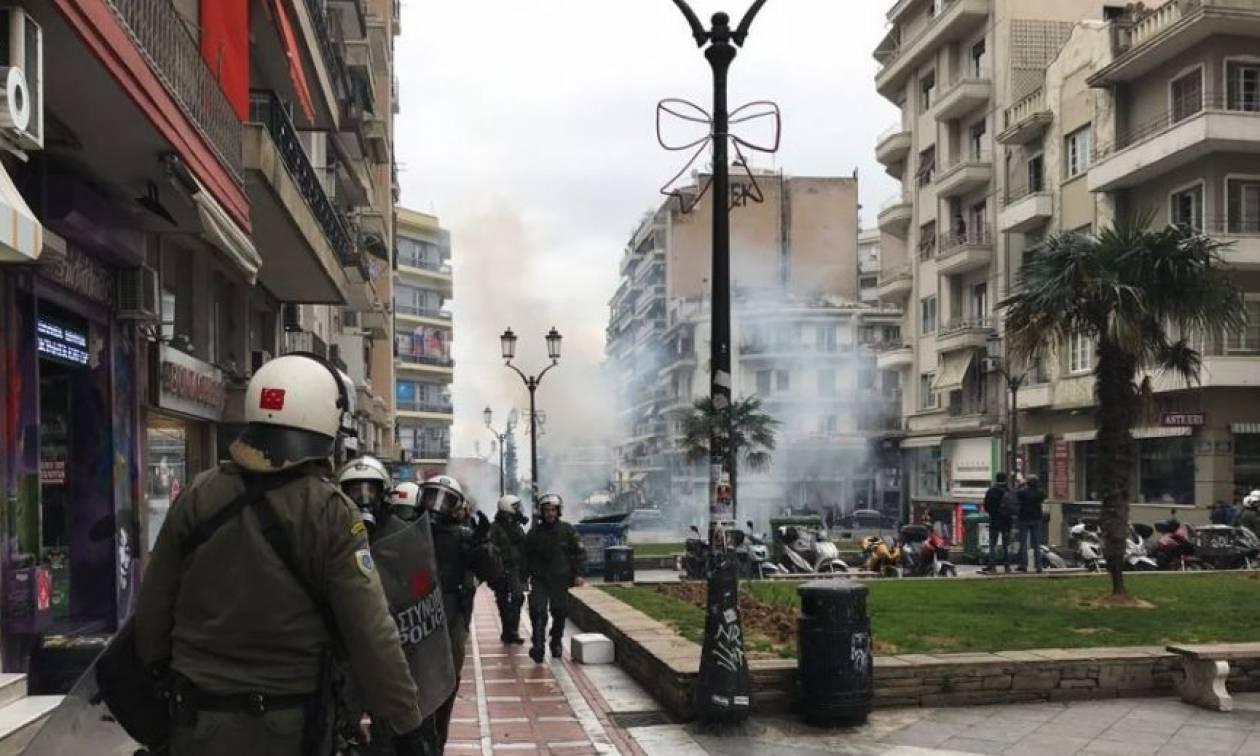 Συλλαλητήριο στη Θεσσαλονίκη – Επεισόδια (ξανά): Χημικά και πετροπόλεμος στο κέντρο της πόλης