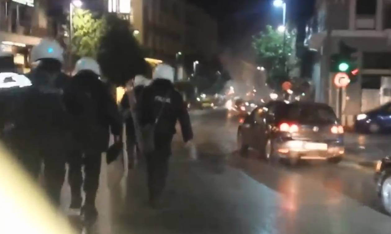 Πάτρα: Φωτοβολίδα τραυμάτισε αστυνομικό