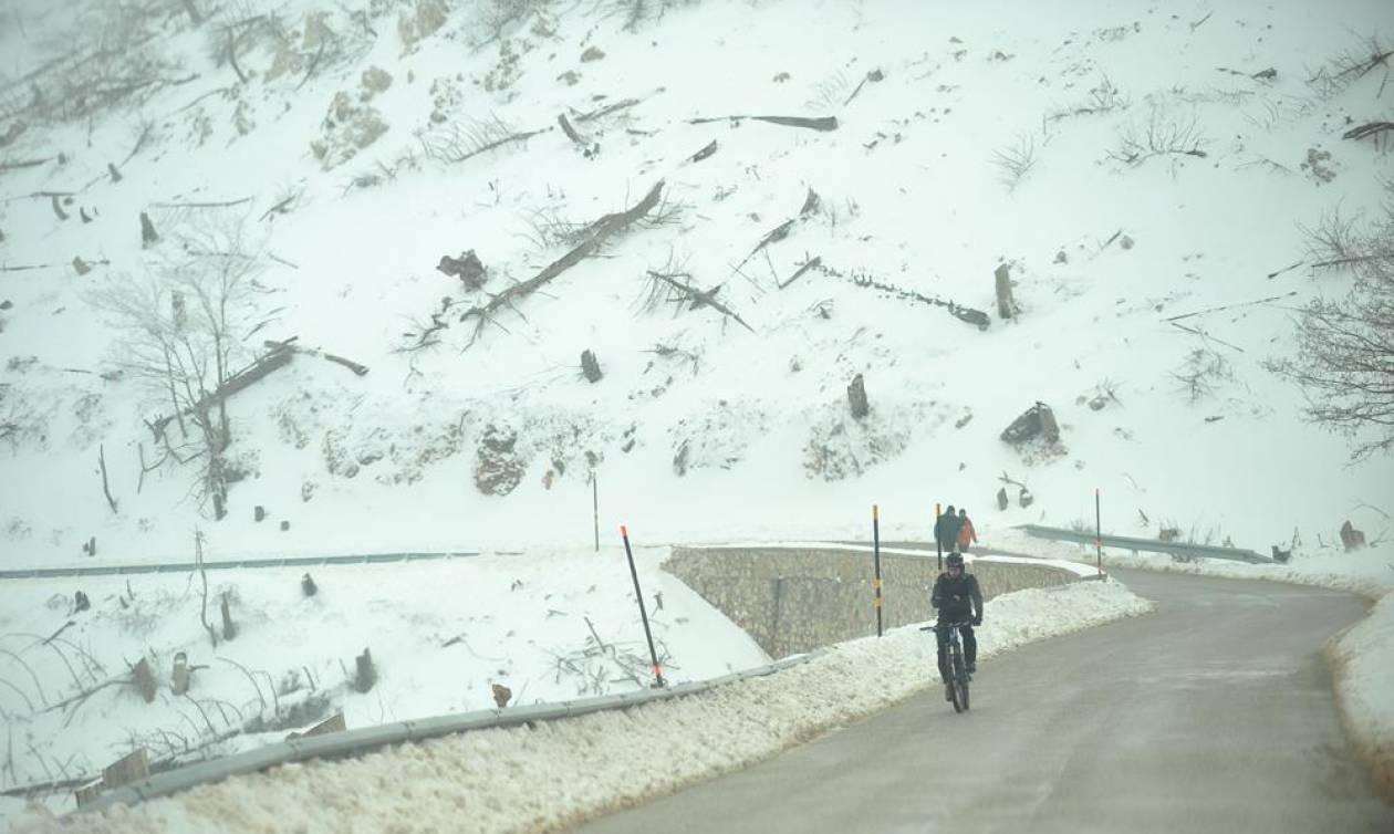 Καιρός: Χιονίζει ΤΩΡΑ στην Πάρνηθα – Πού θα «χτυπήσουν» σε λίγες ώρες έντονα φαινόμενα