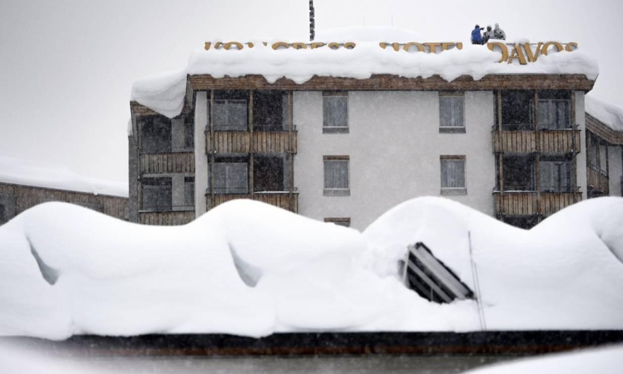 Ελβετία: Συναγερμός για χιονοστιβάδες στο Νταβός - Μετ' εμποδίων οι αφίξεις των ηγετών