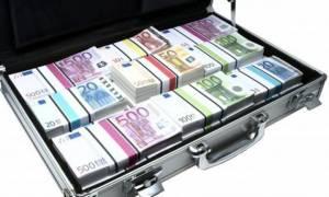 Θρίλερ σε ξενοδοχείο στην Ομόνοια: Άφησε μια βαλίτσα γεμάτη ευρώ και έπεσε στο κενό