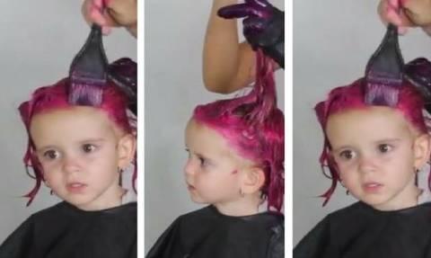 Έβαψε τα μαλλιά της κόρης της και προκάλεσε αντιδράσεις