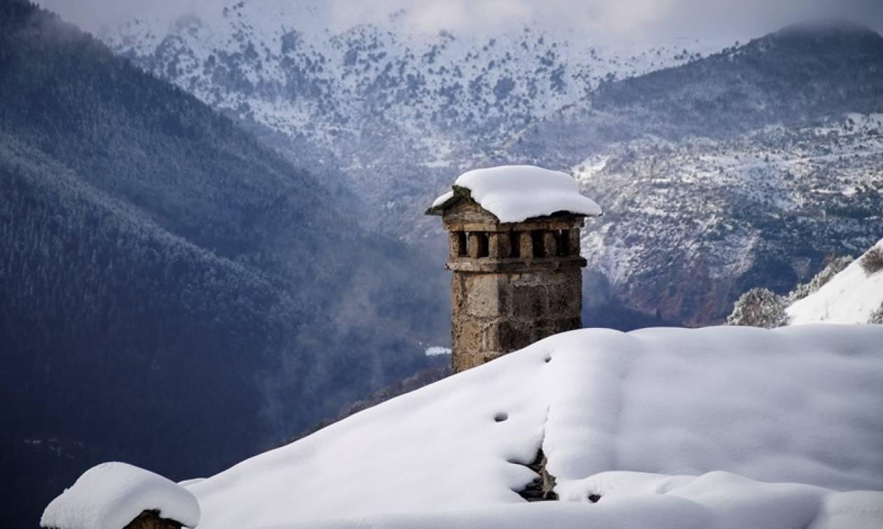 Καιρός: Χιονίζει στην Πάρνηθα - ΠΡΟΣΟΧΗ! Πού θα «χτυπήσει» σε λίγες ώρες ισχυρή κακοκαιρία