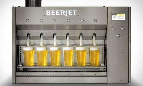 Απίστευτο μηχάνημα γεμίζει 1000 μπυροπότηρα σε μια ώρα!