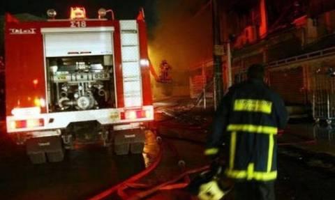 В Греции пожарные спасли младенца, вытащим его из горящей квартиры