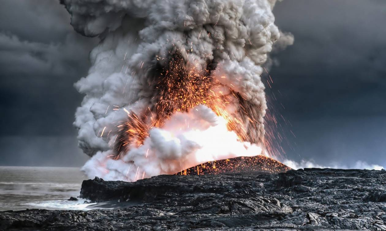 Δείτε καρέ-καρέ την εντυπωσιακή έκρηξη ηφαιστείου στις Φιλιππίνες (Pics+Vids)
