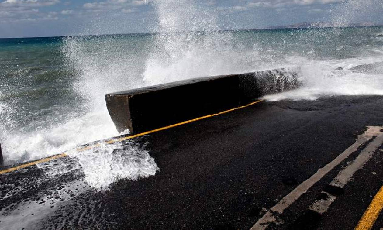 Καιρός ΤΩΡΑ: Απαγορεύτηκε ο απόπλους των πλοίων από και προς Κρήτη