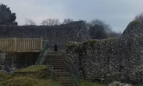 Τρόμος από το φάντασμα καλόγερου που στοιχειώνει μεσαιωνικό κάστρο (photos)