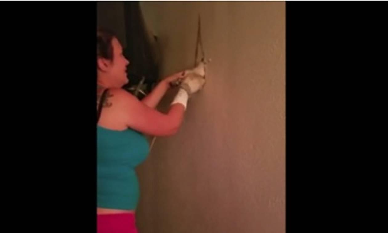 Άκουγε για ώρες ήχους μέσα απ' τον τοίχο της. Όταν άνοιξε το σημείο, έμεινε άφωνη... (video)