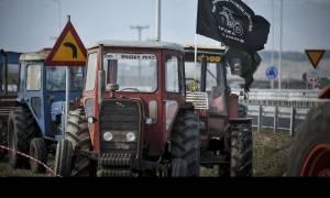 Μπλόκα αγροτών: Στον κόμβο της Κουλούρας τα τρακτέρ