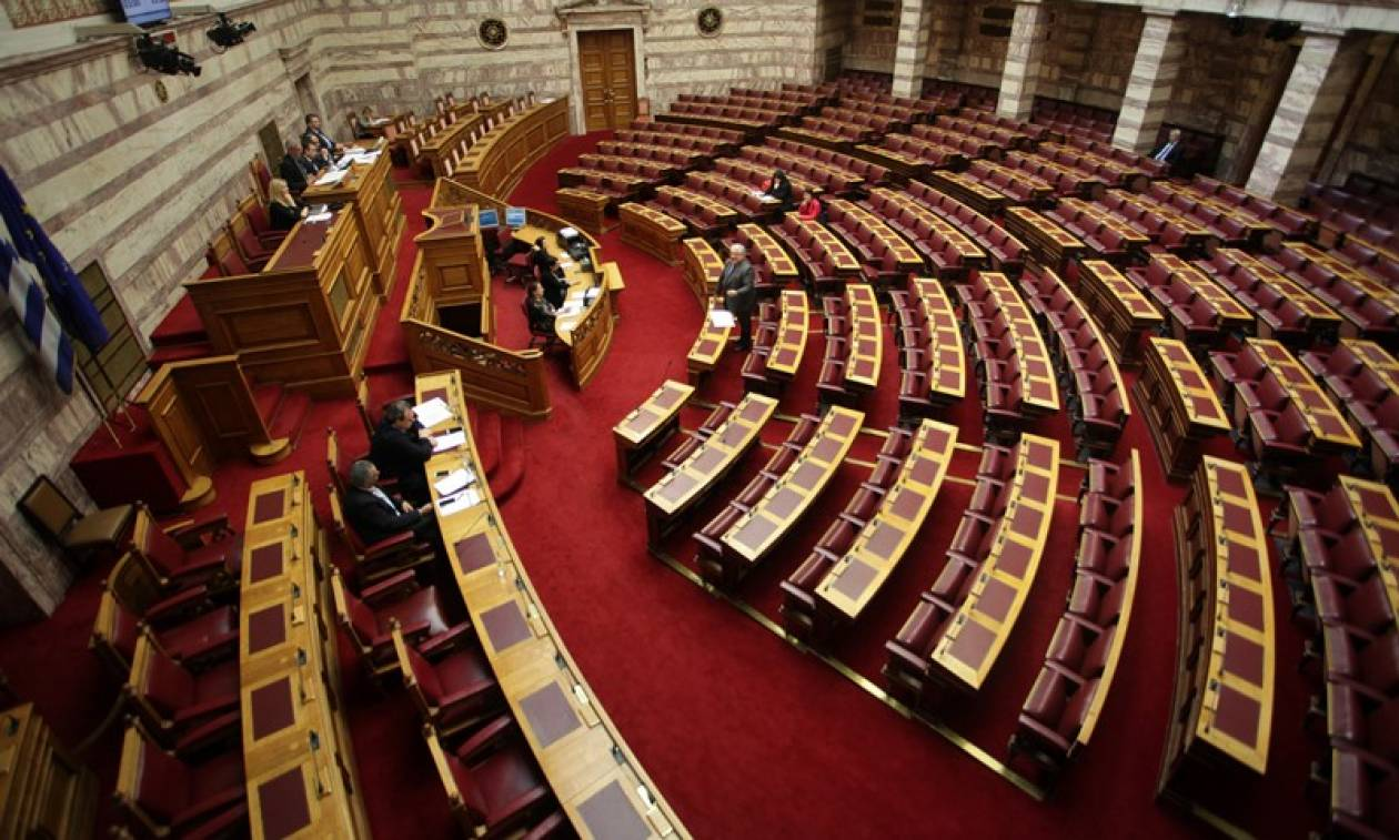Βουλή: Σκληρή κόντρα κυβέρνησης-αντιπολίτευσης για Eurogroup και Σκοπιανό