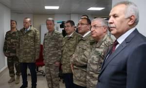 Στα χακί ο Ερντογάν - Αιφνιδιαστική επίσκεψη στην τουρκοσυριακή μεθόριο (pics)