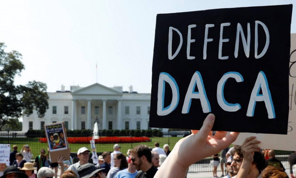 ΗΠΑ: Υπηκοότητα σε μετανάστες με… ανταλλάγματα υπόσχεται ο Λευκός Οίκος