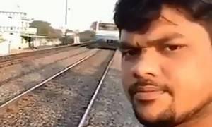 Άντρας παρασύρεται από τρένο την ώρα που βγάζει...selfie (vid)