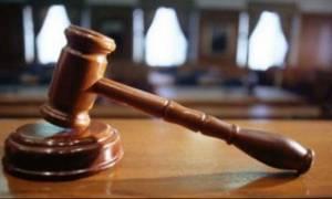 Απίστευτο: Πήγαν σε δίκη για μια παπουτσοσυτζιά