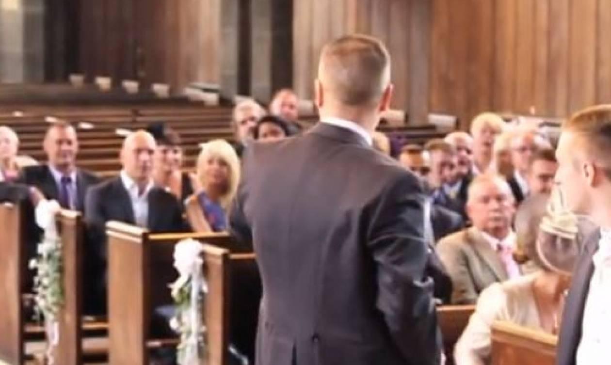 Ολοι οι καλεσμένοι στο γάμο έμειναν έκπληκτοι, όταν μπήκε ξαφνικά στην εκκλησία... (video)