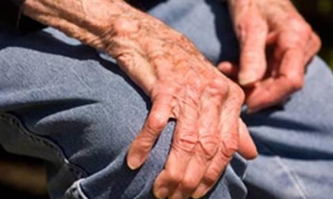 Κύπρος: Είδε ηλικιωμένο να κλαίει στο δικαστήριο και του πλήρωσε το πρόστιμο