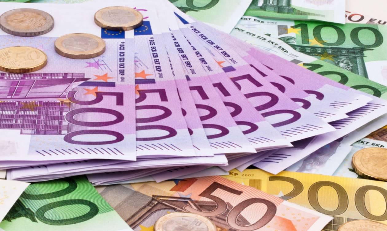 Πάτρα: Απίστευτο! Γυναίκα πέταξε από το μπαλκόνι σακούλα με 41.600 ευρώ – Δείτε γιατί