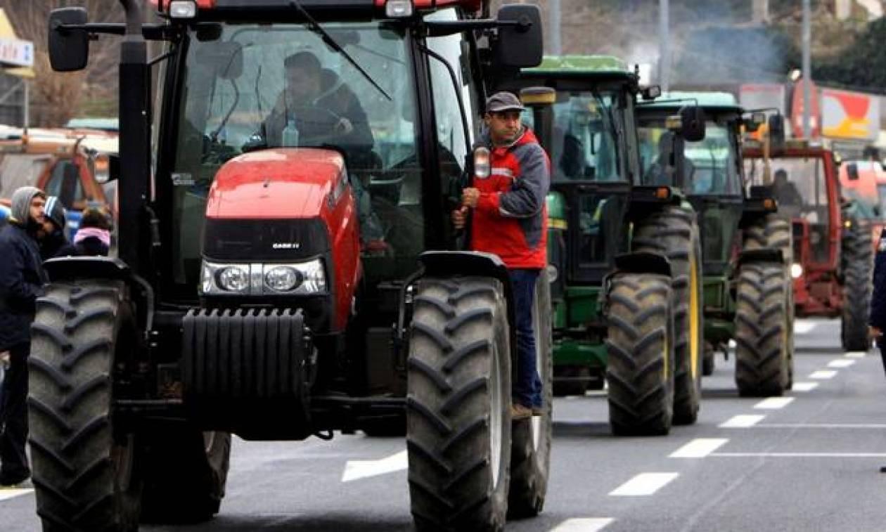 Μπλόκα αγροτών - Φλώρινα: Οι αγρότες έστησαν τα τρακτέρ τους στον κόμβο του Αντιγόνου