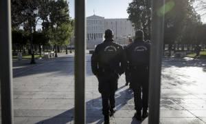«Αστακός» το Σύνταγμα – Κάγκελα και αστυνομικοί σε δρόμους και ταράτσες (pics)