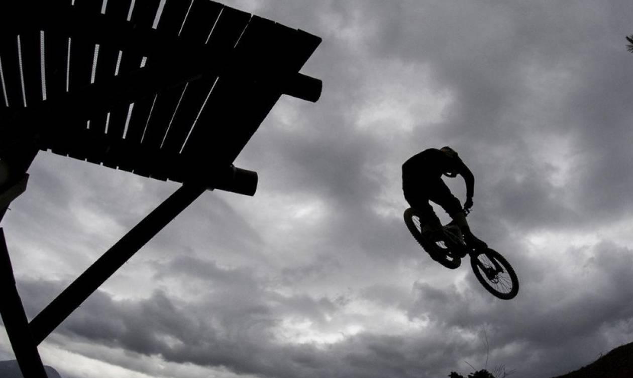 Θεσσαλονίκη: Νεκρός 17χρονος που έπεσε με ποδήλατο - Βίντεο ντοκουμέντο λίγο μετά την πτώση