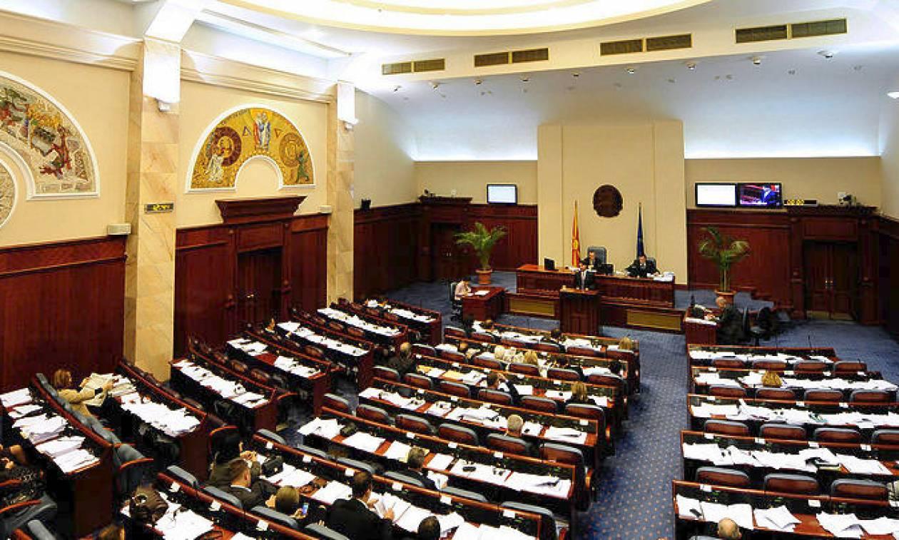 Σκόπια: Η αντιπολίτευση μπλοκάρει νόμο για τη διεύρυνση της αλβανικής γλώσσας