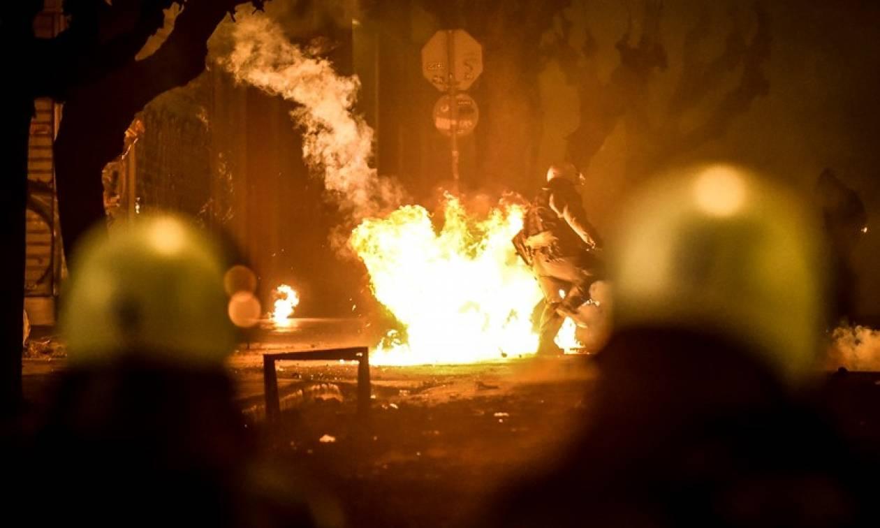 Πολυτεχνείο: Νέες επιθέσεις με μολότοφ κατά αστυνομικών