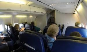 Αναστάτωση στον αέρα: Του έκανε στοματικό σεξ κατά τη διάρκεια πτήσης