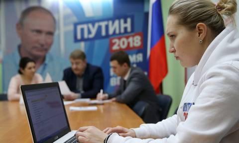 Более 10 тыс. человек направили заявки, чтобы стать волонтерами предвыборного штаба Путина