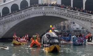Ξεκίνησε το φαντασμαγορικό καρναβάλι της Βενετίας - Εντυπωσιακές εικόνες! (vid)