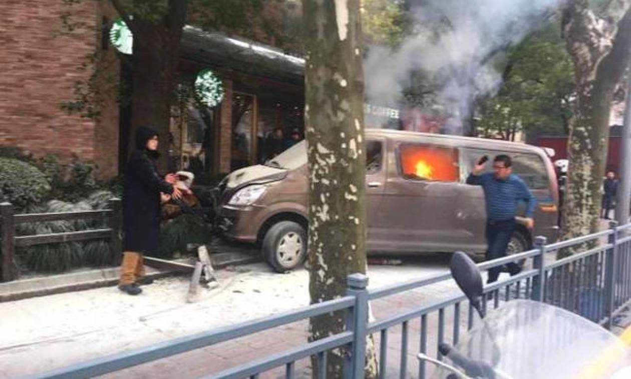 Αυτοκίνητο «θερίζει» πεζούς στη Σαγκάη: Αυτή είναι η αιτία του ατυχήματος (Pics+Vid)