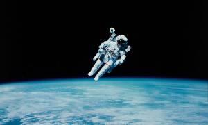 Εσείς πόσα χρήματα θα δίνατε για έναν διαστημικό περίπατο με θέα τη Γη; (Pics)