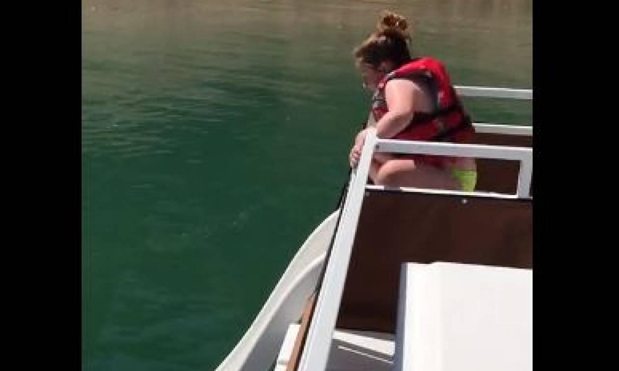 Ηθελε να πέσει στη θάλασσα από τσουλήθρα! Αυτό που έπαθε δεν θα το ξεχάσει ποτέ (video)