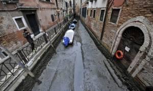 Απίστευτες εικόνες: Τα κανάλια στη Βενετία... στέρεψαν! (pics)