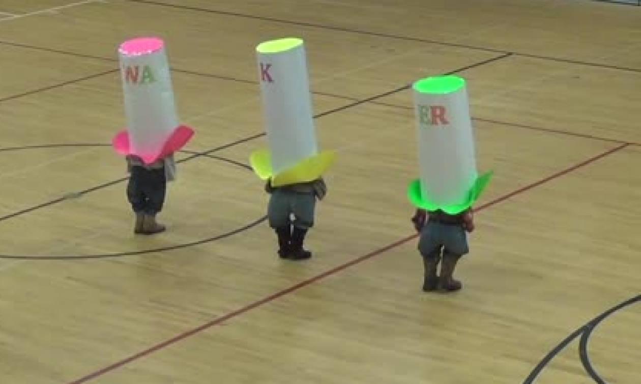 Αυτά τα τρία πιτσιρίκια θα σας κλέψουν την καρδιά με τον απίθανο χορό τους... (video)