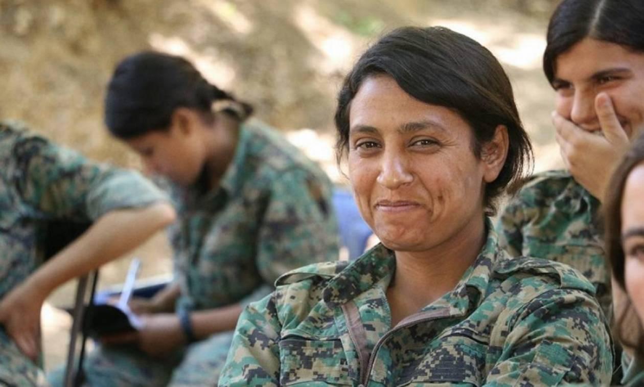 Ανθρώπινα κτήνη! Τουρκομάνοι του Ερντογάν τεμάχισαν μαχήτρια του YPG (ΠΡΟΣΟΧΗ! ΣΚΛΗΡΟ ΒΙΝΤΕΟ)