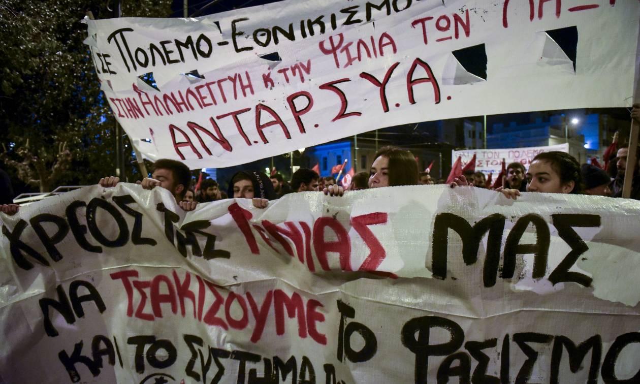 Συγκεντρώσεις και πορείες στο κέντρο της Αθήνας από τους αντιεξουσιαστές και τη Χρυσή Αυγή