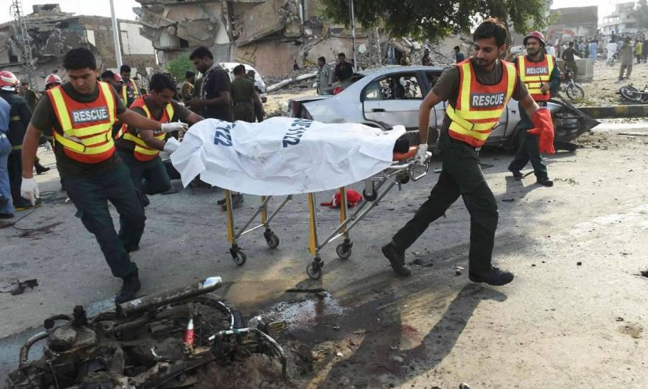 Πολύνεκρη επίθεση από βομβιστή-καμικάζι στο βόρειο Πακιστάν