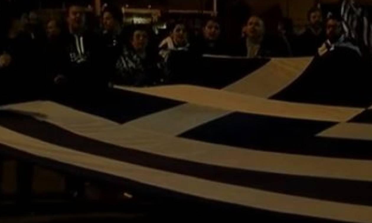 Συλλαλητήριο – Ανατριχίλα στην Αθήνα: Κρητικοί εψαλαν τον Εθνικό Ύμνο (vid)