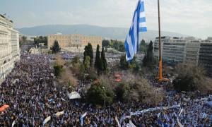 Συλλαλητήριο Αθήνα - Βίντεο ΑΝΑΤΡΙΧΙΛΑ! Διαδηλωτές ψάλλουν τον Εθνικό Ύμνο -  Όλη η Ελλάδα μία φωνή