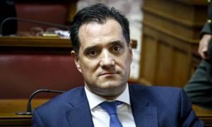 Πάτρα: Κουκουλοφόροι επιτέθηκαν στο ξενοδοχείο όπου θα μιλούσε ο Άδωνις Γεωργιάδης