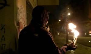 Αθήνα: Επιθέσεις με μολότοφ κατά της διμοιρίας των ΜΑΤ κοντά στα γραφεία του ΠΑΣΟΚ